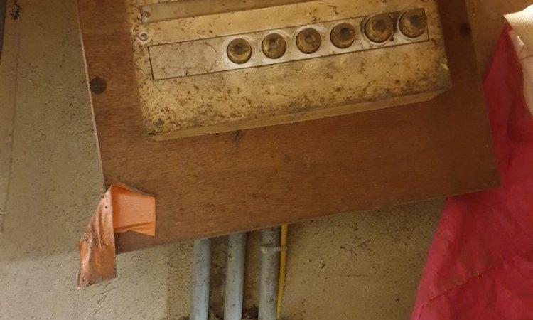 Électricien pour remplacement de tableau électrique à Peillac